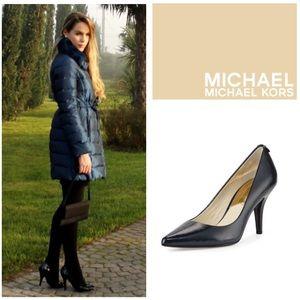 LIKE NEW!  Michael Kors Flex patent leather pump 8